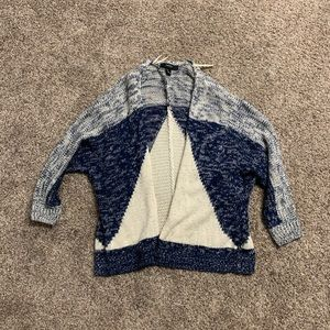 Forever 21 Blue and White Sweater